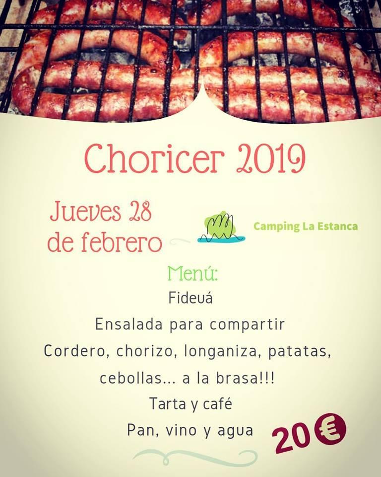 Comida tradicional en el campo. Chorizo, cordero, longaniza, patatas y cebollas a la brasa. Oferta de menú a 20€